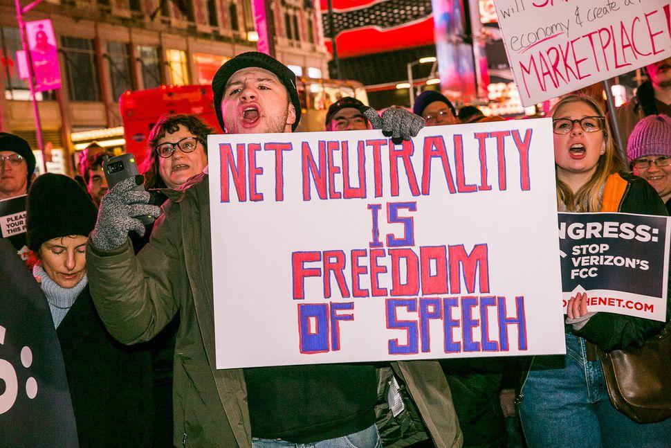 018-nyc-net-neutrality-protest-verizon-hq-dec-7-2017