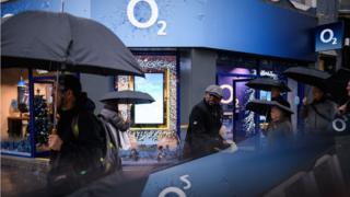 Photo of O2 'to seek millions' in damages over data outage