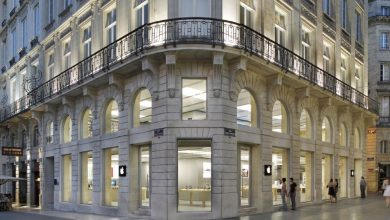 Photo of Apple Bordeaux store vandalized and robbed during French 'yellow vest' riots