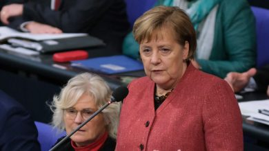 Photo of German politicians' correspondence and other data posted in massive leak