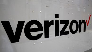 Photo of Verizon adds more phone subscribers than expected in fourth quarter