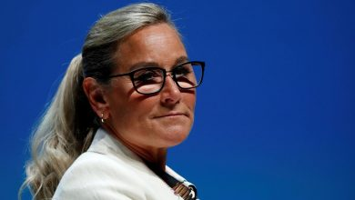 Photo of Apple retail chief Angela Ahrendts to depart in April