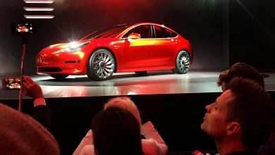 Photo of Tesla debuts $35,000 Model 3, sees loss in first quarter