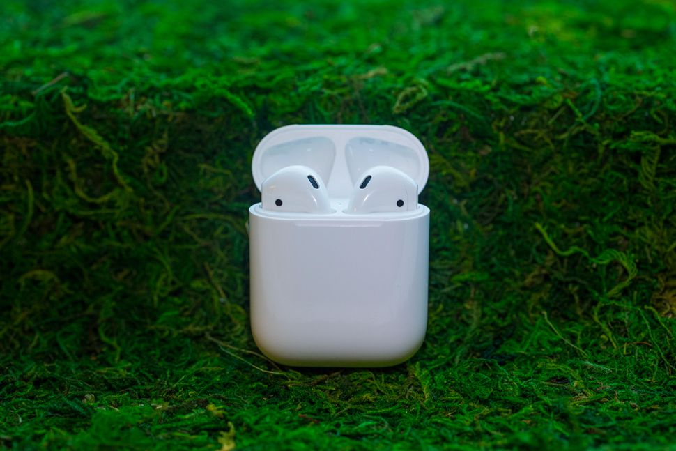 apple-airpods-6