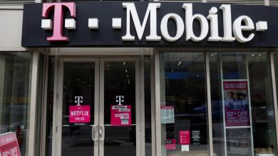 Photo of U.S. telecoms regulator stops clock on Sprint, T-Mobile merger review