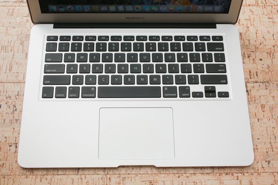 apple-macbook-air-2017-06