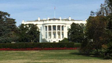 Photo of White House Aides advise Trump to veto Democrats' net neutrality bill