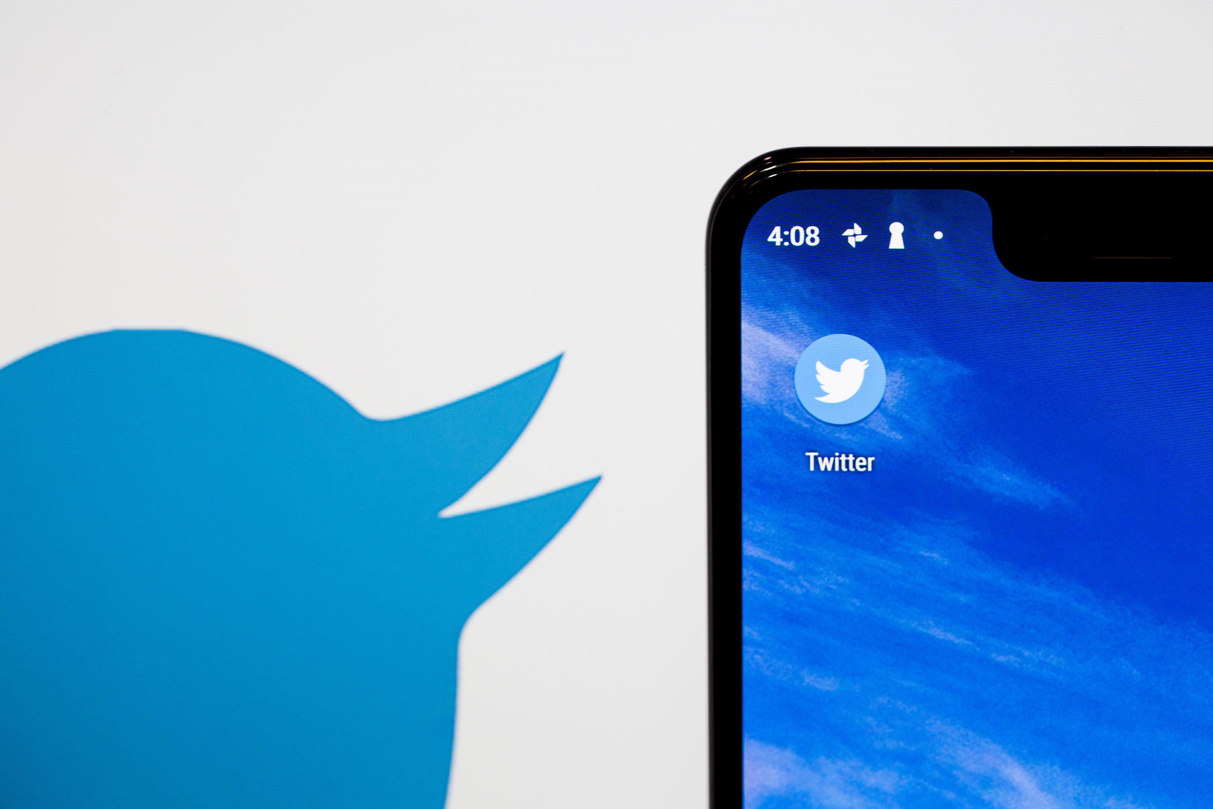 twitter-logo-app-phone-1