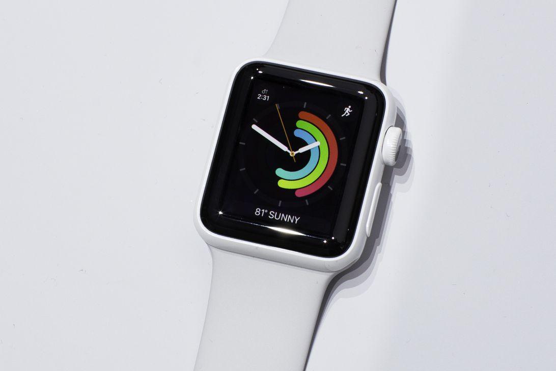 090716-apple-watch-series-2-ceramic-white-6975.jpg