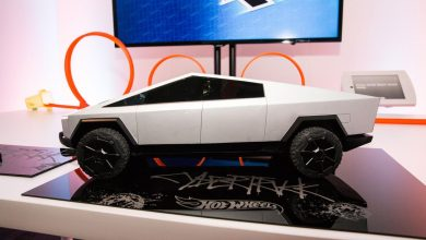 Photo of Tesla Cybertruck Hot Wheels RC cars bring the EV pickup to the toy world