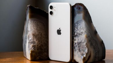 Photo of iPhone 11 vs. Galaxy S20: Apple and Samsung's latest flagship phones compared