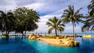 Photo of US guy avoids jail in Thailand over bad vacation resort evaluation