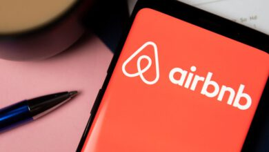 Photo of Airbnb's Chinese data guidelines reportedly expense it an executive